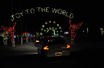 Vip event kicks off gift of lights at texas motor speedway for Gift of lights texas motor speedway