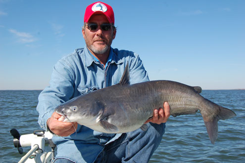 Best trophy blue catfish lake in the state north texas for Lake tawakoni fishing guides