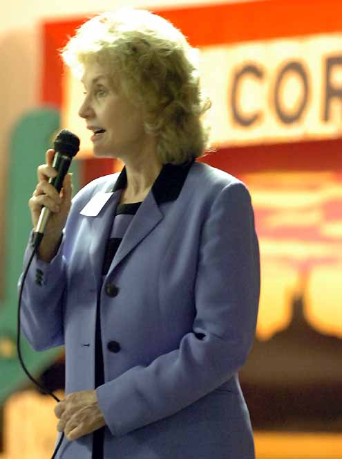 Janie Fricke Wows Crowd At V A Volunteer Service Luncheon
