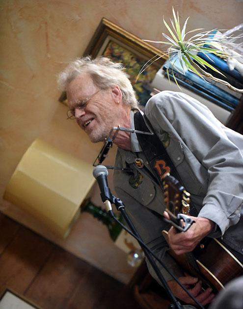 Corner Exhibition Stands Harmony : Texas music legend bob livingston entertains at harmony house
